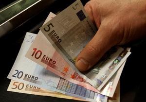 Евро существенно подешевел на межбанке