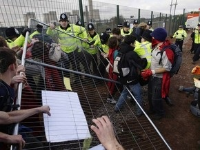 В Британии во время протестов задержан 21 эколог и ранен полицейский