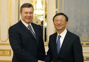Янукович нанесет визит в Китай