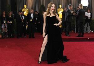 Universal Pictures предложила Джоли снять военную драму