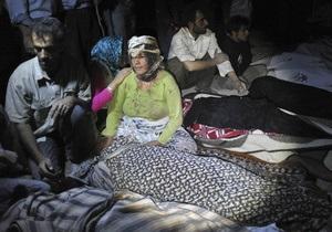 В Иране не могут опознать более 150 погибших в результате землетрясения