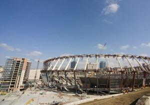 С территории вокруг НСК Олимпийский демонтируют киоски