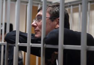 Суд по делу Луценко начал допрашивать подсудимых
