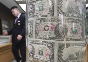 Доллар на межбанке не намерен откатываться от максимальных значений к гривне
