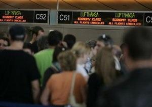 ЕС прогнозирует отмену половины намеченных на начало недели авиарейсов