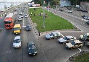 На киевских дорогах появится пластиковая разметка