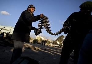 Противники Каддафи вновь отбили атаку на портовой город Брега