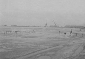 В Азовском море сухогруз получил пробоину: экипаж вышел на лед