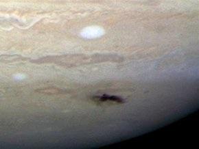 NASA показала последствия столкновения Юпитера с неизвестным небесным телом