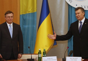 Янукович поздравил Кожару с юбилеем