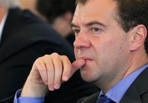 Медведев обещает до конца года определиться, будет ли он баллотироваться на второй срок