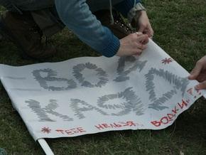 Новосибирская молодежь вышла на акцию с лозунгом Мир! Труд! Сиськи!