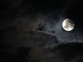 Огромный астероид повернул Луну обратной стороной к Земле