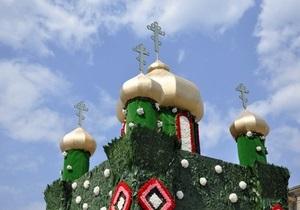 Для украшения декоративного храма и писанок в Харькове использовали свыше 40 тысяч живых цветов