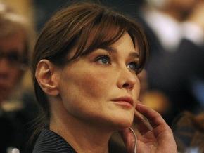Первая леди Франции не понимает юмора Берлускони о  загорелом  Обаме