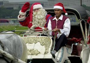 Ученые объяснили, как Санта-Клаусу удается развезти подарки детям за одну ночь