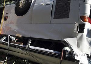 В Индии автобус с гостями свадьбы упал в водохранилище: погибли 26 человек