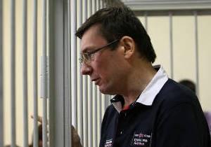 Луценко просит врачей не разглашать его диагноз