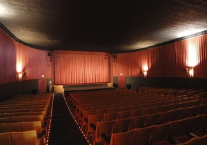 Власти хотят обложить налогом показ кино - СМИ