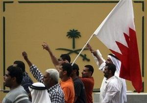 В Бахрейне демонстрант сбил на автомобиле группу полицейских