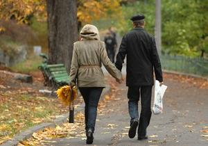 Опрос: Более половины украинцев считают, что отмена политреформы никак не изменит их жизнь