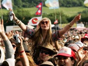 В Англии стартует фестиваль Гластонбери с участием Blur, Franz Ferdinand и Prodigy