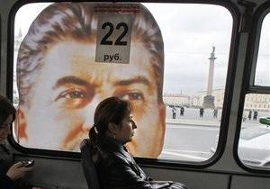 В Петербурге автобус с портретом Сталина отмыли от краски и снова вывели на маршрут