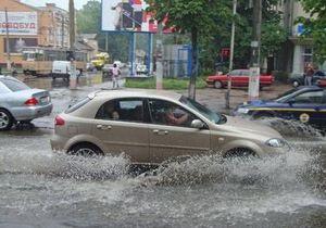 Из-за проливных дождей затопило ряд центральных улиц Житомира