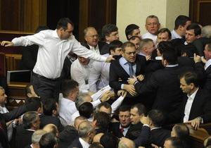 Reuters: Новая Рада Украины начала работу со стычек депутатов