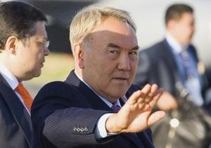 Нижняя палата парламента Казахстана согласилась присвоить Назарбаеву статус лидера нации