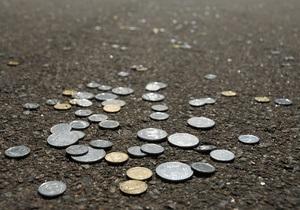Евро обвалился на межбанке, доллар - приблизился к 8,1 грн