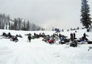 Шесть российских туристов разбились на снегоходе Альпах