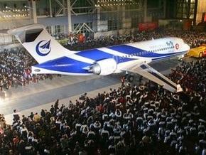 Китай испытал первый пассажирский авиалайнер собственного производства