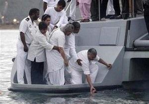 Прах Махатмы Ганди развеяли над океаном