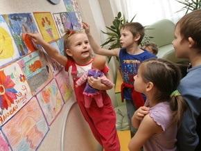 Корреспондент: Иностранцам стало сложнее усыновлять украинских детей