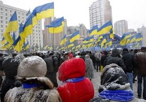 Под стенами ЦИК собрались несколько сотен сторонников Януковича
