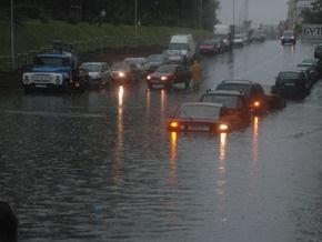 После сильного ливня улицы Минска оказались затопленными