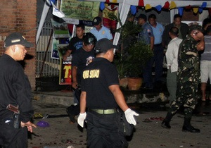 На Филиппинах один человек погиб и семь пострадали при взрыве губернаторского кортежа