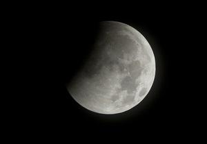 Вода на Луне возникает в результате взаимодействия с солнечным ветром - астрономы