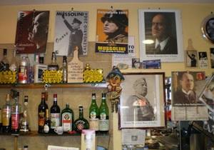 Журналисты обнаружили в Италии бар с фашистской символикой