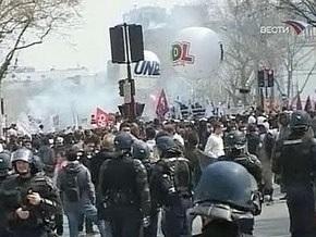 Парижские демонстранты перекрыли Елисейские поля