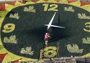 Киевские власти определили тему дизайна цветочных часов в центре столицы