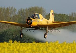 В Житомирской области самолет во время тренировки столкнулся с линией электропередач