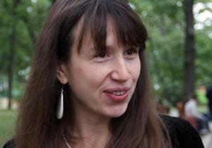 Журналистов задержали под Межигорьем за послание Януковичу на асфальте