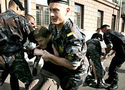 Белорусские милиционеры разогнали акцию протеста Союза поляков