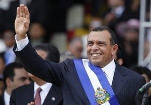 Президент Гондураса приведен к присяге. Селайя отправляется в ссылку в Доминикану