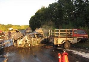 В Хмельницкой области в результате ДТП загорелся автомобиль: двое погибших