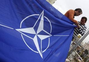 Яценюк назвал внеблоковый статус Украины победой России, а Порошенко - ловушкой