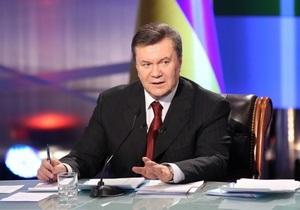 Янукович: Слухи об отставке Азарова - это элементы украинской политики