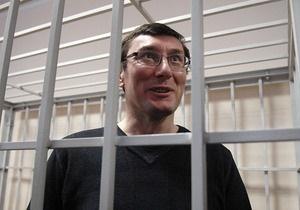 Прокуроры смягчили обвинение Луценко